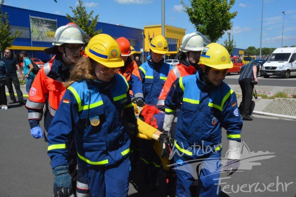 Nachwuchskräfte der Wetzlarer Hilfsorganisationen üben gemeinsam bei IKEA
