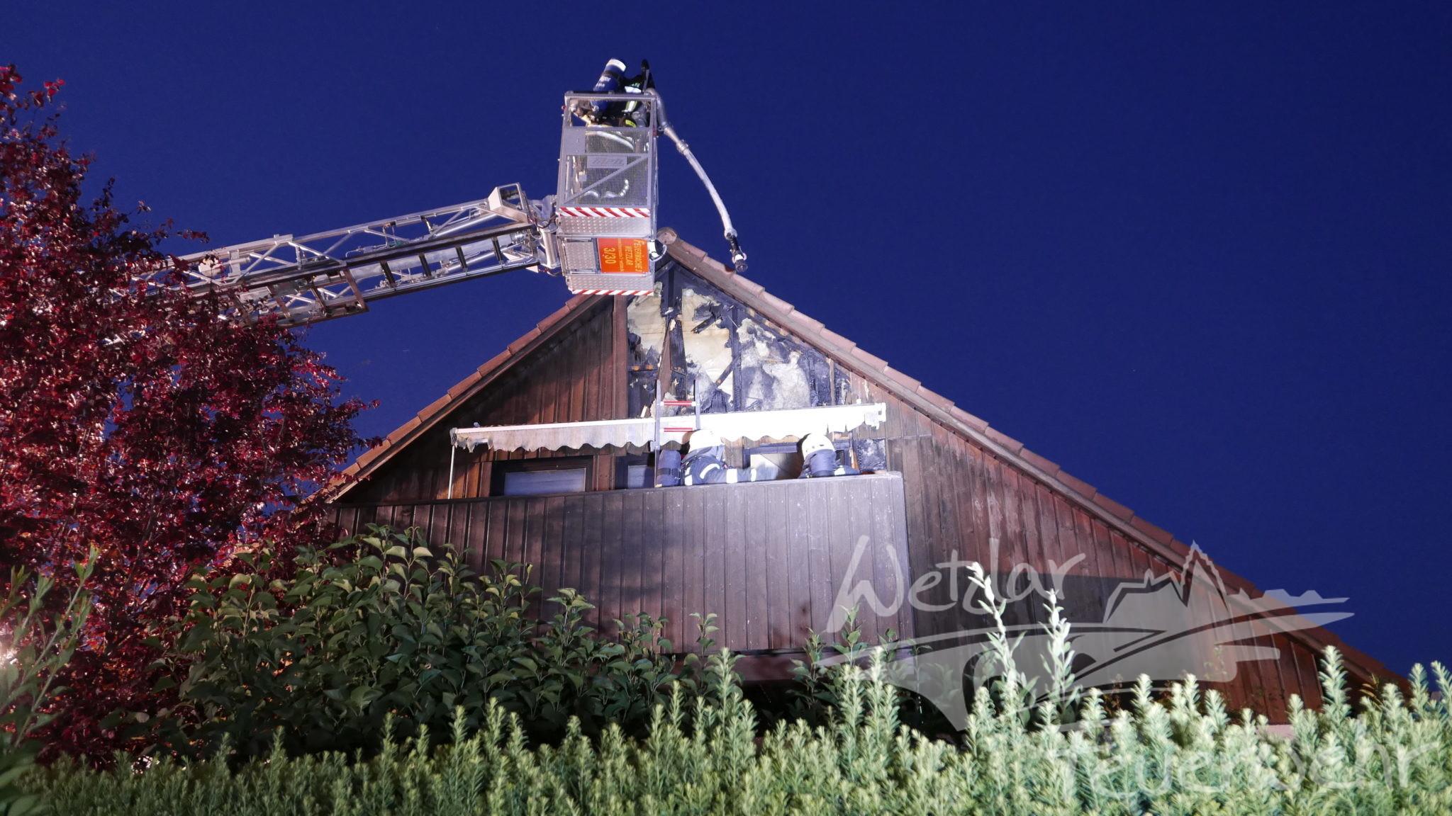 Feuer auf einem Balkon im Blankenfeld