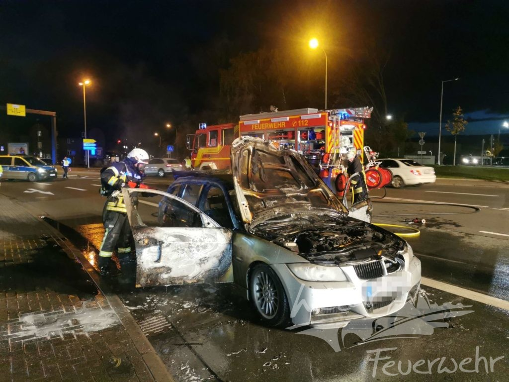 PKW brennt in Niedergirmes aus