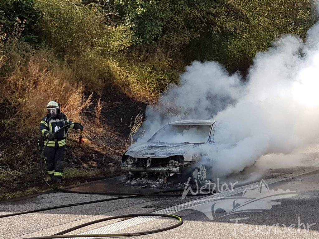 Golf mit Autogas brennt auf A45 aus
